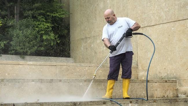 pulire pavimenti con idropulitrice